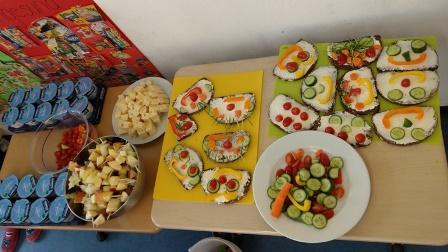 Gesundes Frühstück der Klasse 1g