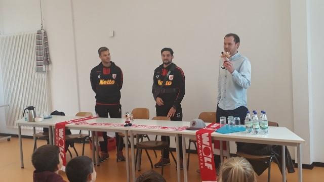 Oliver Hein und Benedikt Saller vom SSV Jahn Regensburg zu Besuch